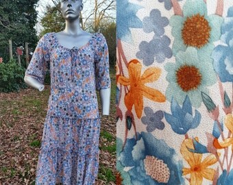 30% OFF Plus Size 70s Dress in Floral, Peasant Dress, Vintage Dress, Floral Dress by Miss Challenge Size 16