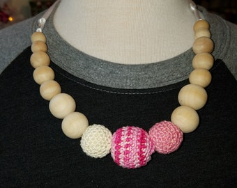 Natural wood crochet Pink and creme nursing necklace- crochet necklace- beaded necklace- nursing- breastfeeding- babywearing- birch wood