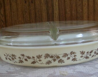 Pyrex Acorn and Oaks Divided Casserole Dish with Clear  Glass Lid, Oven Dish by Pyrex, Farm House Kitchen, Vintage Ki tchen Decor