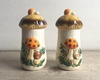 Merry Mushroom Salt And Pepper Sears 1970s Retro Vintage Kitchen Storage