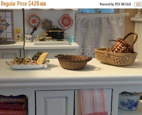 SALE Miniature Basket, Round Handle Basket, Dollhouse Miniature, 1:12 Scale, Resin Basket, Dollhouse Accessory, Fairy Garden, Miniature Deco