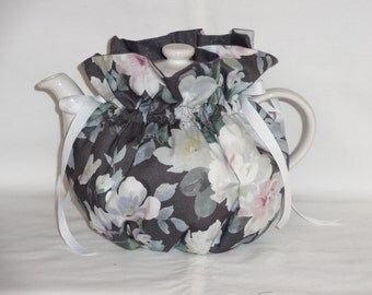 Shades of Grey  Reversible  6 Cup Teapot Cozy