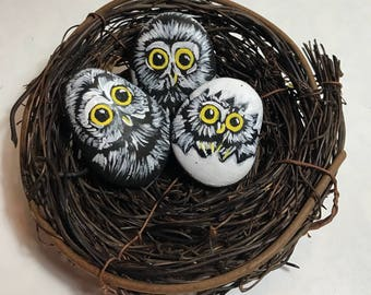 Painted rock owls - Painted stone - owls- Owls in a nest - Owl art - owl sculpture