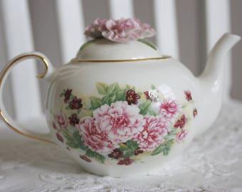 Carnantion Tea Pot - Royale Stratford China - China Carnations on top (PINKS)