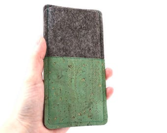 Phone case made of felt and green cork