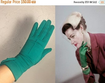 ANNIVERSARY SALE Down On Her Royal Luck - Vintage 1950s Kayser Emerald Green Double Cotton Over Wrist Gloves - 7