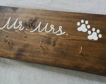 Mr and Mrs Key Holder and Leash Holder, Key Hooks, Leash Hooks, Wedding Gift, Wall Hooks, Mr and Mrs Sign, Wood Sign, Entryway Organizer