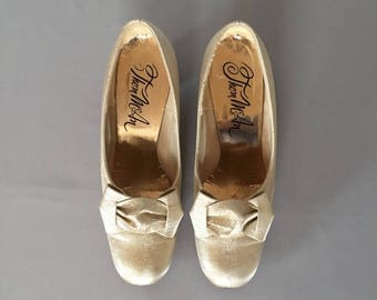 30% OFF SALE... Marie Antoinette golden pumps | bow heels