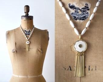 1970's boho pendant necklace. white & gold. 70's beaded necklace. flower.