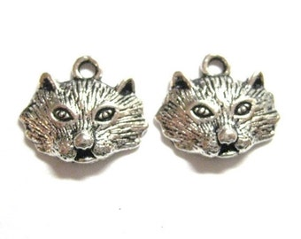 75% Off - 20pcs Wolf Head Antique Silver Animal Charms  028