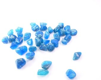 APATiTE Grab Bag. BLAcK FRiDAY CyBer MoNday. NEoN BLuE. Tumbled Rough, Super Color Select Grade. +/- 38 pc. 5-10mm. 60 cts. (Ap321)