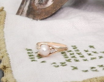 70% OFF MOVING SALE Vintage Solid 14K--Gorgeous Akoya Pearl and Natural Mine Diamond Ring ---Genuine Saltwater Cream Pearl Size 7.5