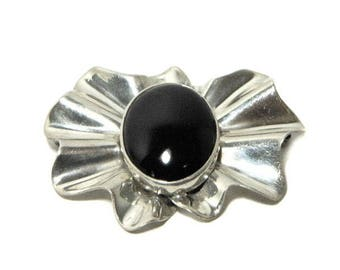 Large Mexican Sterling Silver and Onyx Crimped/Wave Pin