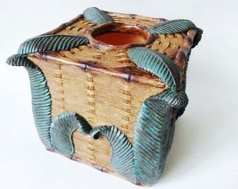 Pop-Up Tissue Box Cover, Fern Leaf on Rattan, Resin Vintage