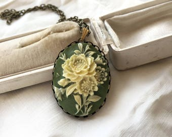 Cameo Necklace. Large Cameo. Green cameo necklace. Long Sage green cameo pendant.Victorian. Vintage flower necklace. Bridesmaid. Jane Austen