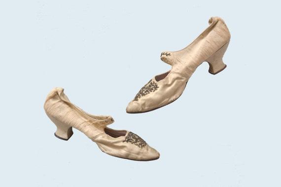 Victorian Cream Silk Wedding Shoes