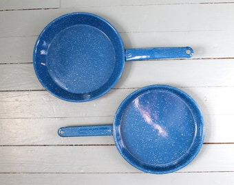 Camping Trip.... Vintage Blue Speckled Enamelware Camping Frying Pan Set. Cooking, Home Chef, Gear