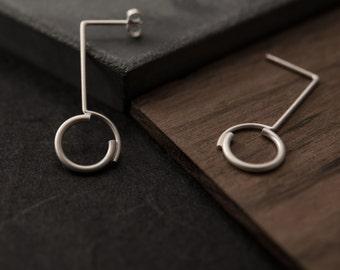 Concentric circles pendant earrings // dangle silver round earrings // modern circle earrings // CP002