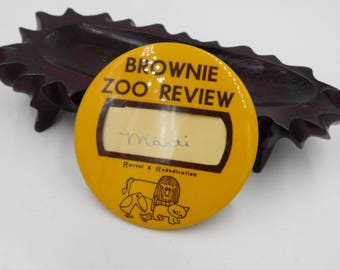 Vintage Girl Scout Brownie ? Pin Pinback Button That Reads Brownie Zoo Review   dr28