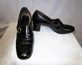 60s 8 B Pumps SHOES Brogue Black Gold Buckle Heels