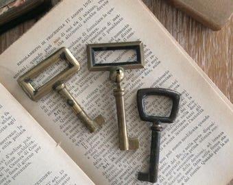 Genuine italian vintage geometric skeleton keys - set of 3