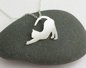Cat Necklace – stretching Cat Pendant Necklace – Sterling silver