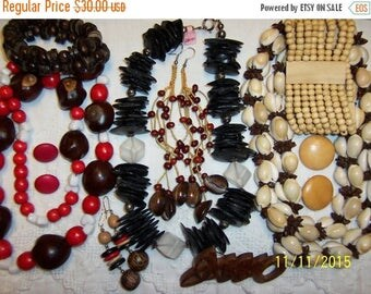 EVERYTHING 20% OFF, Vintage jewelry (Lot 122). Big and medium. All wood.