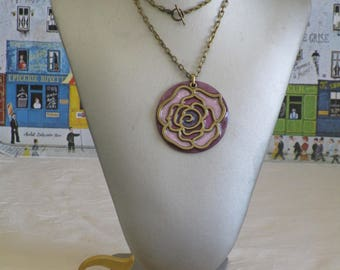 """Ravissant collier pendentif en bois laqué """"Grosse rose en bronze"""""""
