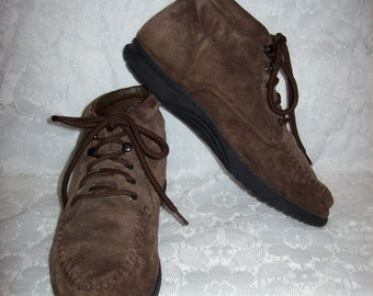 Vintage Ladies Brown Suede Chukka Boots by Fanfares Size 9 Only 12 USD