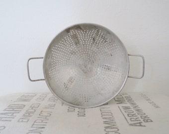 Vintage Rustic Shabby Chic Metal Kitchen Standing Colander Strainer
