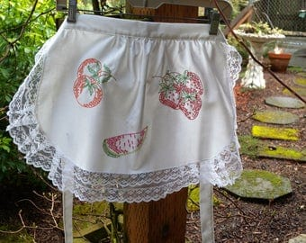 Vintage Summer Fruit Embroidery White Apron with Lace Border /Vintage Fruit Apron / SPRING APRON /  Easter Gift/Mothers Day/June Bride