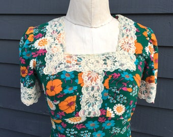 1960s vintage floral maxi dress . Poppies daisy flower power . Empire waist w lace trim