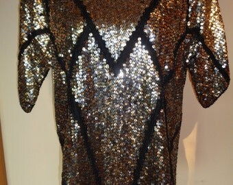 Vintage Silver and Gold Sequined Top in Vintage Condition, Size Medium Adult Female with short sleeves and padded shoulders, Made in India