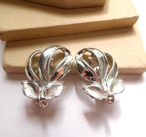 Vintage Silver Tone Metal Fruit Peach Pear Grape Design Clip On Estate Earrings