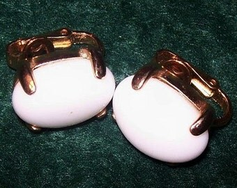 """Trifari White Stone Earrings Signed Clip Ons Oval Cabochons Gold Metal 1"""" Vintage"""