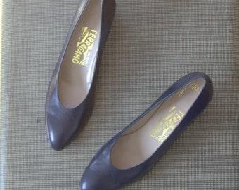 SALE SALE Vintage Salvatore Ferragamo Dress Shoes / pointed pumps / Genuine Leather / Navy Blue / Italian / Mid Heel / 8 AAA Narrow Saks 5th