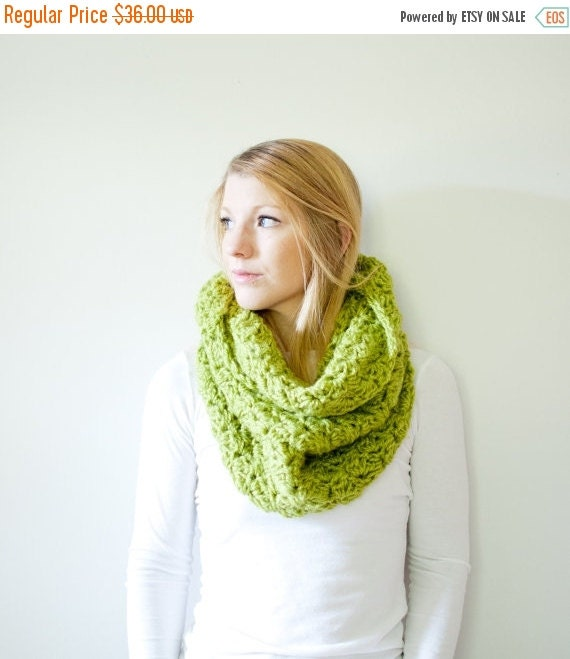 FLASH SALE The CHARLOTTE cowl - Chunky Cowl Scarf Shawl Hood - Apple - limited quantities
