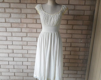 Vintage Buttercup Yellow Eyelet Lace Goddess Midi Nightgown Size Small
