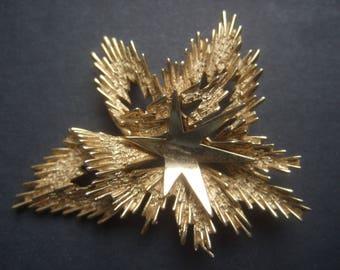 TRIFARI Gilt Metal Star Burst Brooch c 1970
