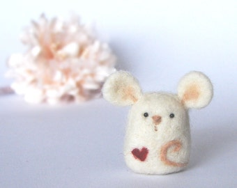 Needle Felted Mouse with a heart