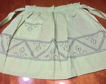 Vintage Light Green kitchen apron with a floral pattern by MarlenesAttic
