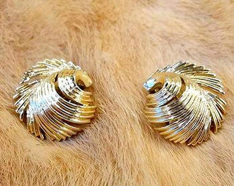 Vtg SIGNED LISNER Art Deco Feather Plume Earrings Gold Clip Back On Vintage Costume Jewelry