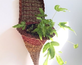Vintage Cornucopia Catch All / Basket Wall Hanging / Basket Wall Planter / Wicker Catch All / Raffia Wall Catch All