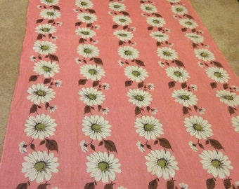 Vintage 30s 40s huge daisy cotton over 4 yards