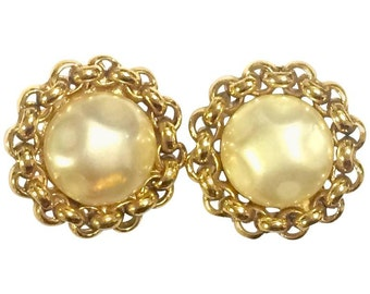Vintage CHANEL classic simple earrings with large faux pearl and chain design frame.