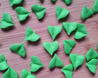 Green royal icing leaves  -- Cake decorations edible (28 pieces)