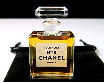 Vintage CHANEL No 19 Pure Perfume 1/4 oz (7.5 ml) Crystal Stopper Fresh Excellent Condition Gift Bag