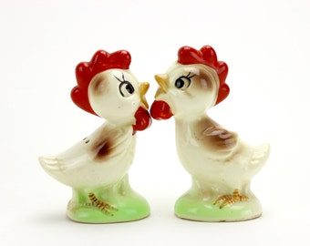 Vintage Anthropomorphic Rooster Salt and Pepper Shakers, Chickens, Shakers, Kitsch, 1950s, Farmhouse, Barnyard, Poultry, Epsteam