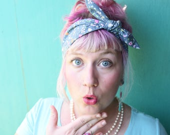 Rockabilly Headband. Gray with tiny floral print. Vintage Headscarf. Pinup headband. Retro hair tie. Floral headband. Cute head scarf. Retro