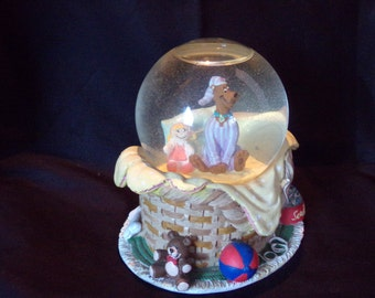 Snow Globe,  Scooby Doo Snow Globe.  Collectible Scooby Doo Figurines.   Glass Sculpture.  Old Snw Globes.